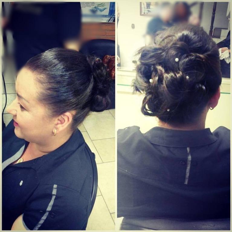 penteado da semana feito pela profissional andrea lins Coque baixo #penteado #lasofistic #hairstyles  cabeleireiro(a) designer de sobrancelhas