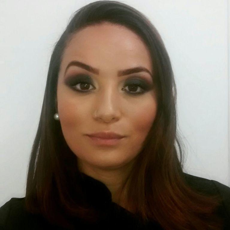 Smoke olhos esfumados com marrom e preto produtos da Contem1g maquiagem consultor(a) em imagem designer de sobrancelhas maquiador(a) manicure e pedicure depilador(a)