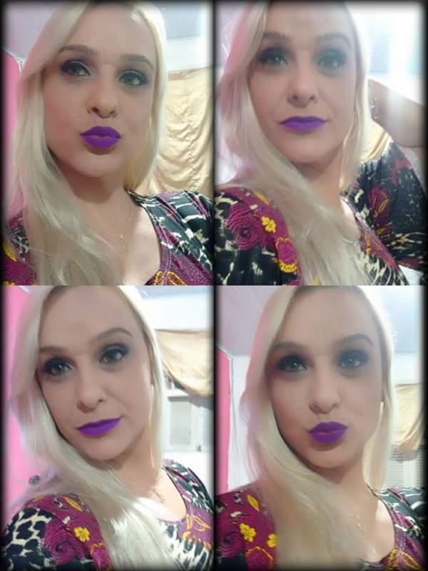 A moda de batom roxo  maquiador(a)