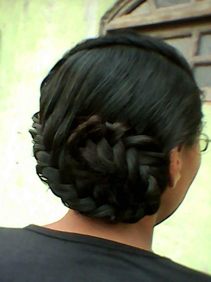 Penteado ,com trança. cabelo auxiliar cabeleireiro(a)
