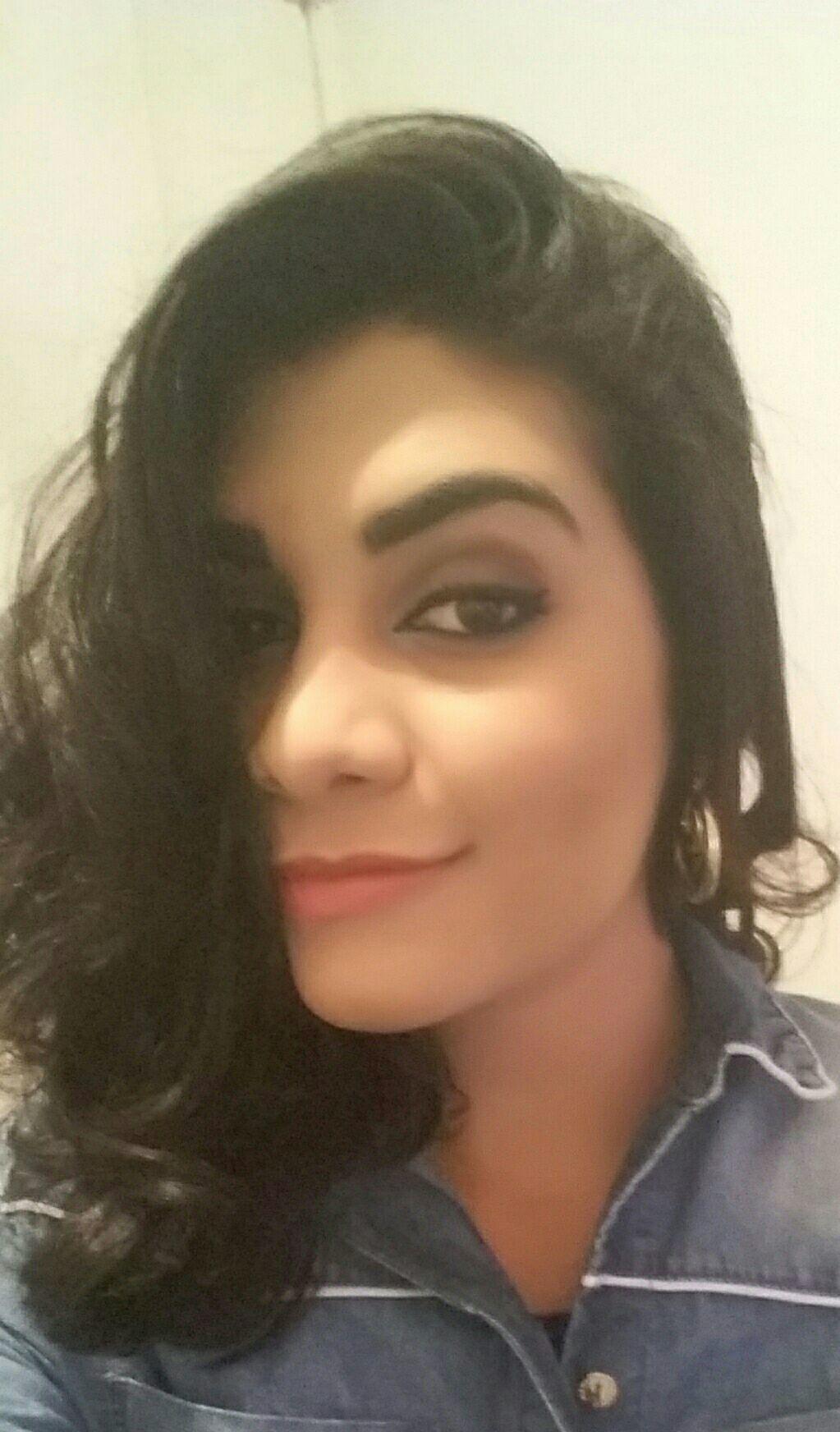 Minha bela auxiliar super caprichosa. maquiagem cabeleireiro(a)