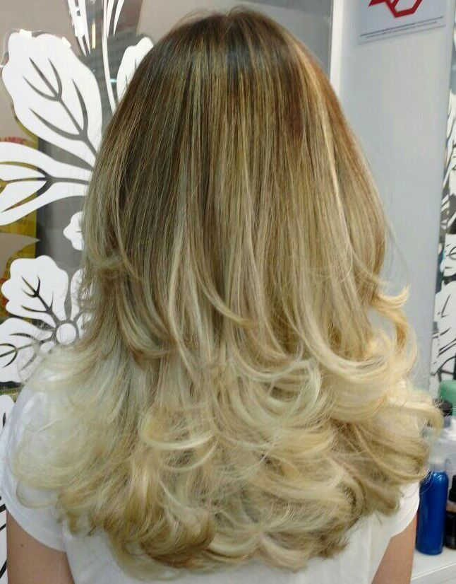 Mechas e corte em camadas. Luz e movimento. cabelo cabeleireiro(a)
