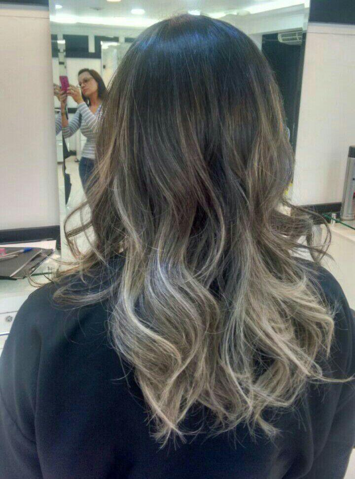 Morena iluminada com correção de cor. Cliente muito loira queria voltar a ser morena mais com californiana. cabelo cabeleireiro(a)