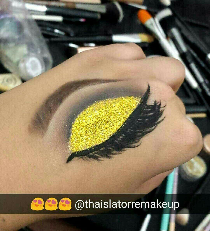 Maquiagem #cutcrease com #glitter maquiagem maquiador(a) designer de sobrancelhas