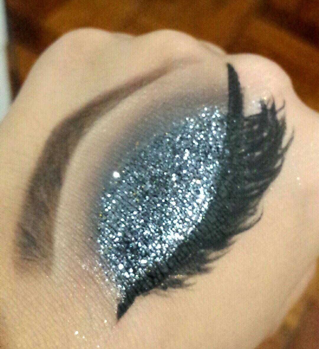 Make preta glitterinada #glitter #pretoesfumado #esfumado maquiagem maquiador(a) designer de sobrancelhas