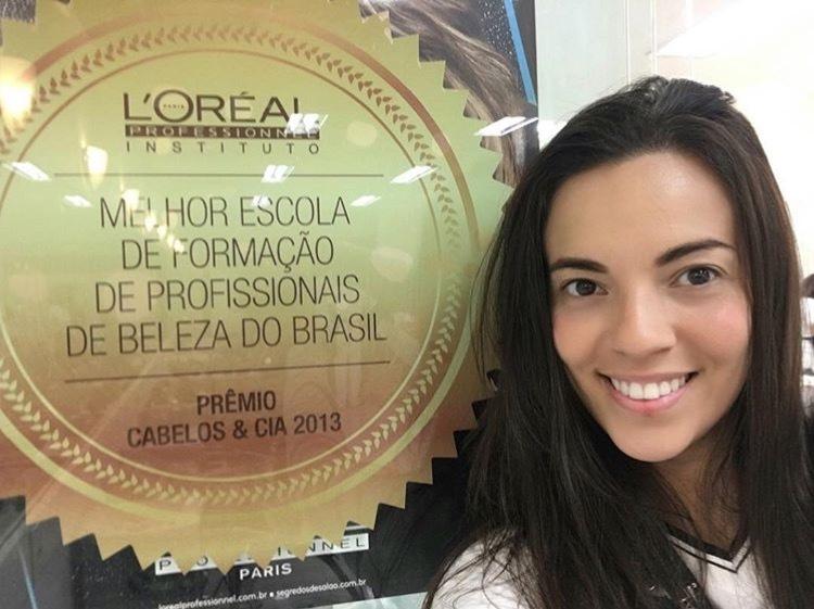 21/05/2016 Formada na melhor escola de formação de profissionais de Beleza do Brasil @lorealprofbr amo muito tudo isso ❤️! Desistir jamais, foco e determinação 👊🏻👊🏻👊🏻👊🏻! #loreal #isabelle.souzaa #beuty #formação #focoededicação #lorealprofissionnel maquiagem cabeleireiro(a) auxiliar cabeleireiro(a)