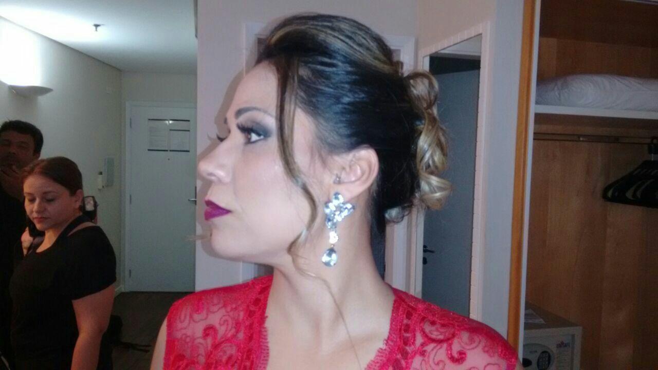 Madrinha cabelo maquiador(a) consultor(a) designer de sobrancelhas