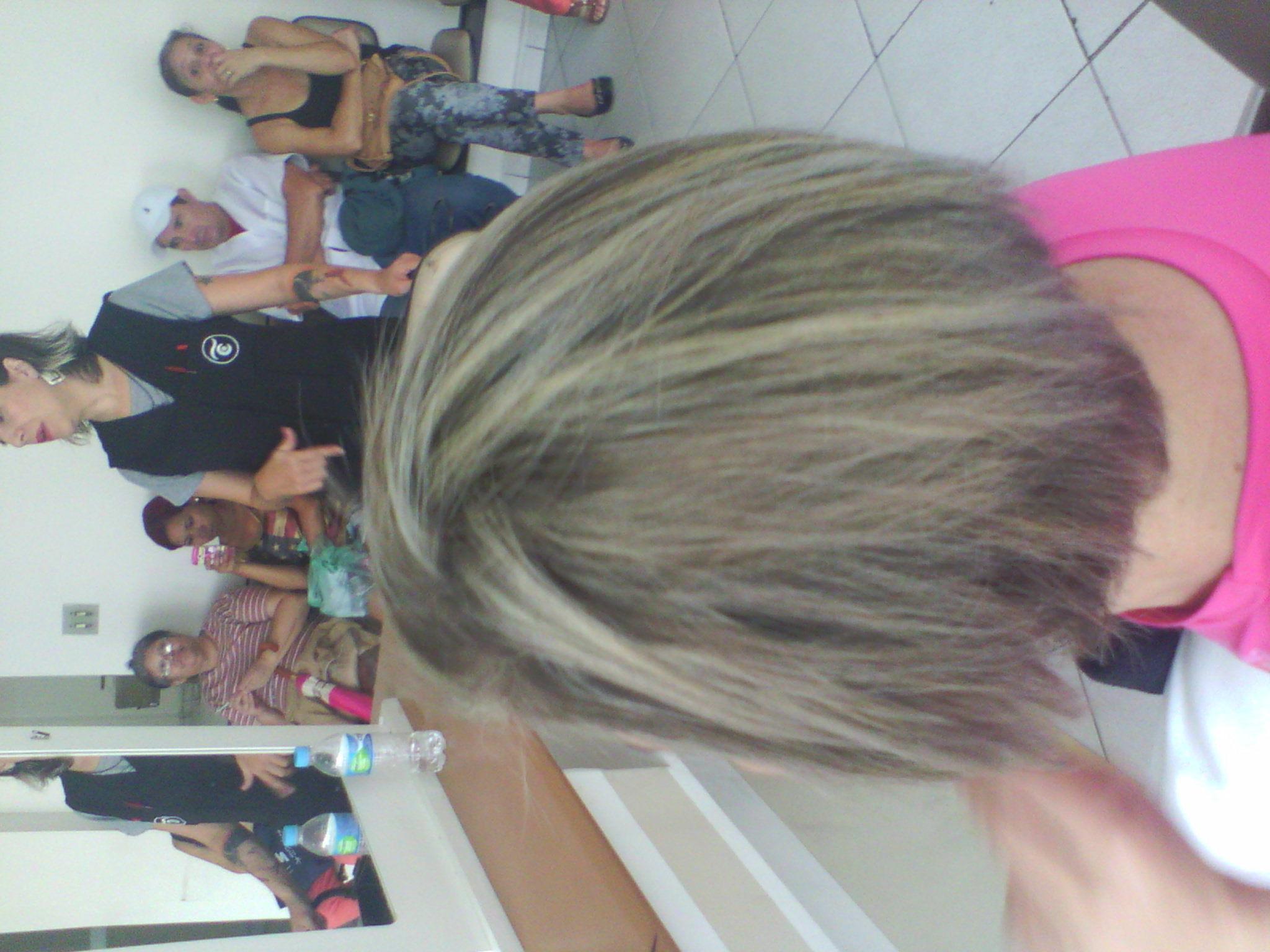 Luzes no final do processo, puxando o Loiro Platinado. cabelo cabeleireiro(a) barbeiro(a)