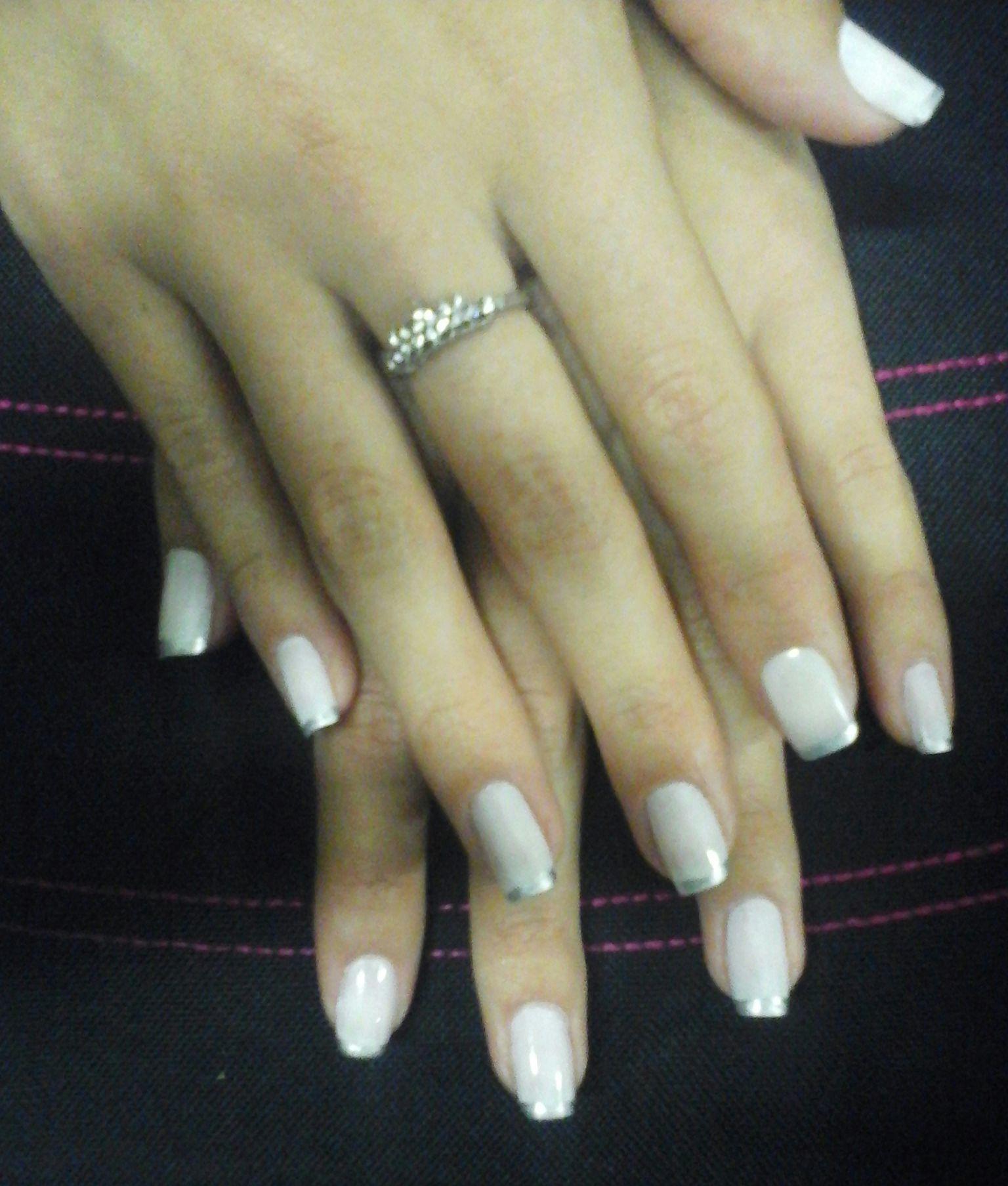 Branco com linha prata na ponta. unha manicure e pedicure