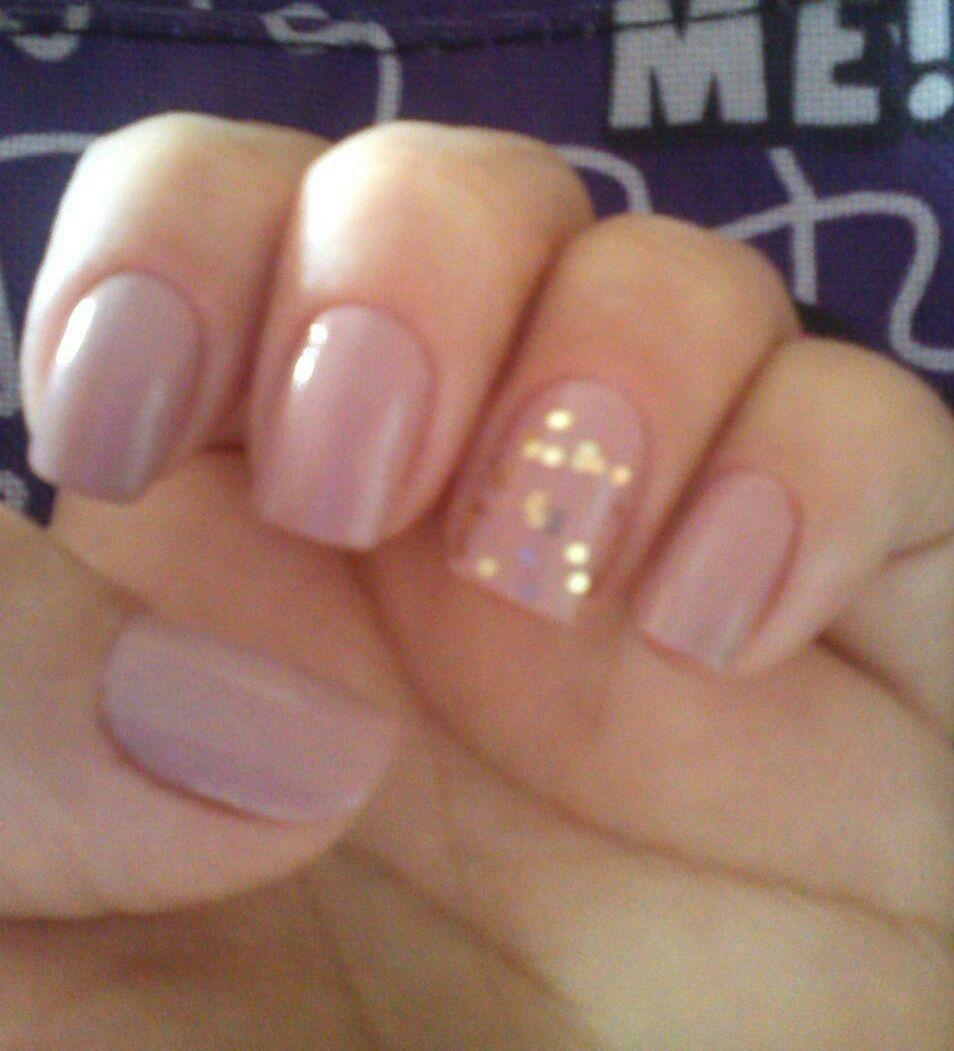 Nude e dourado unha manicure e pedicure
