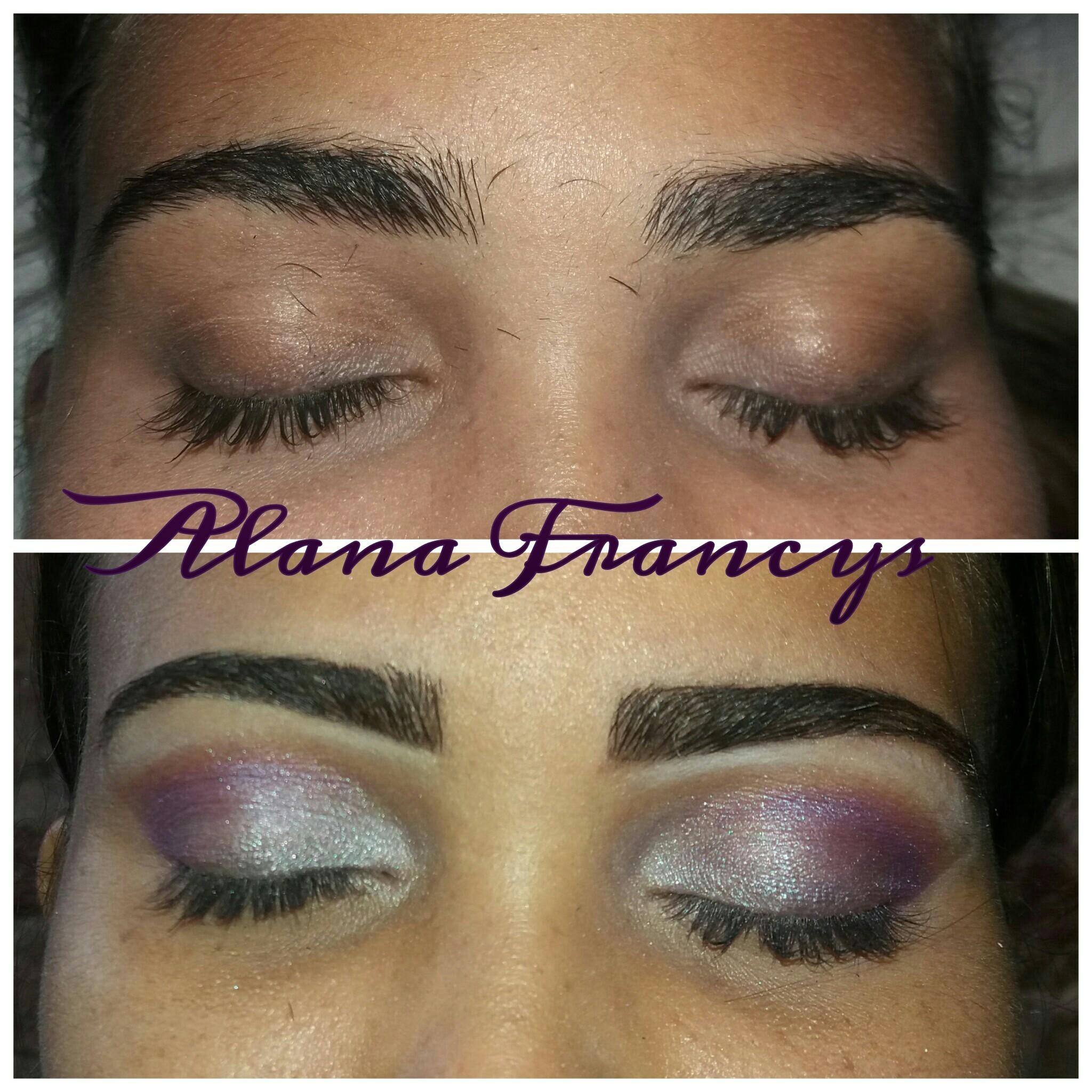 Designer com um toque de maquiagem nos olhos  estética designer de sobrancelhas depilador(a) maquiador(a)