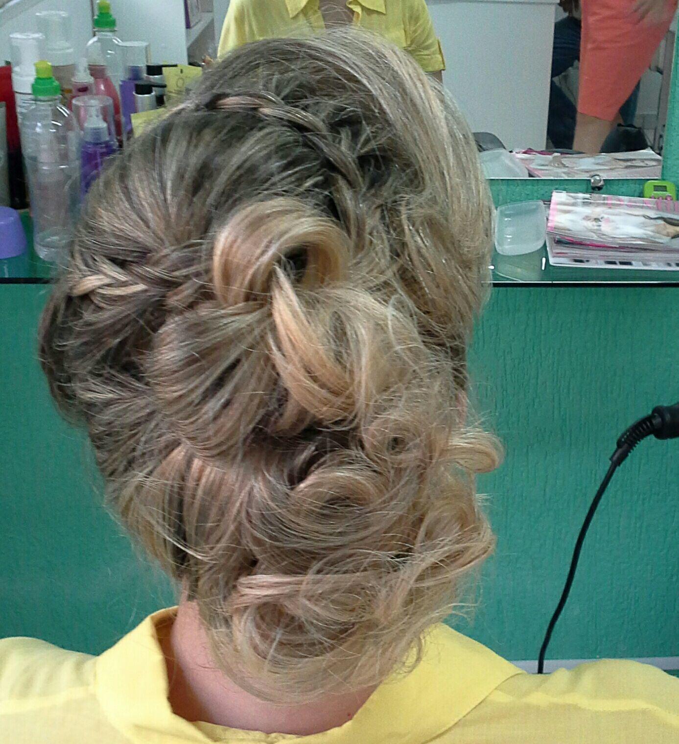 Penteado  de festa Veravisagista cabelo stylist / visagista cabeleireiro(a)
