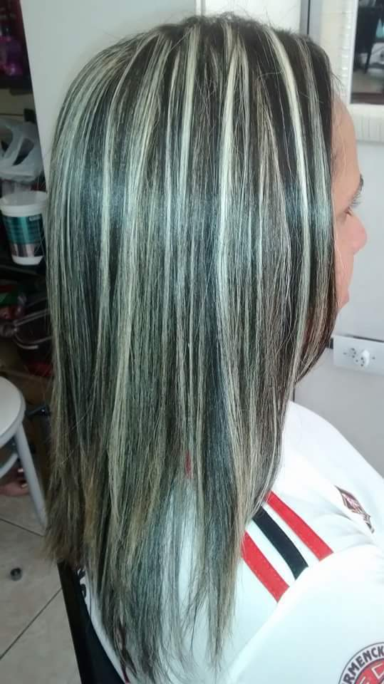 São mechas feita no papel com ox de 30 pó descolorante da  cadivel tonalizei com 12.11  color perfequit cabelo cabeleireiro(a)