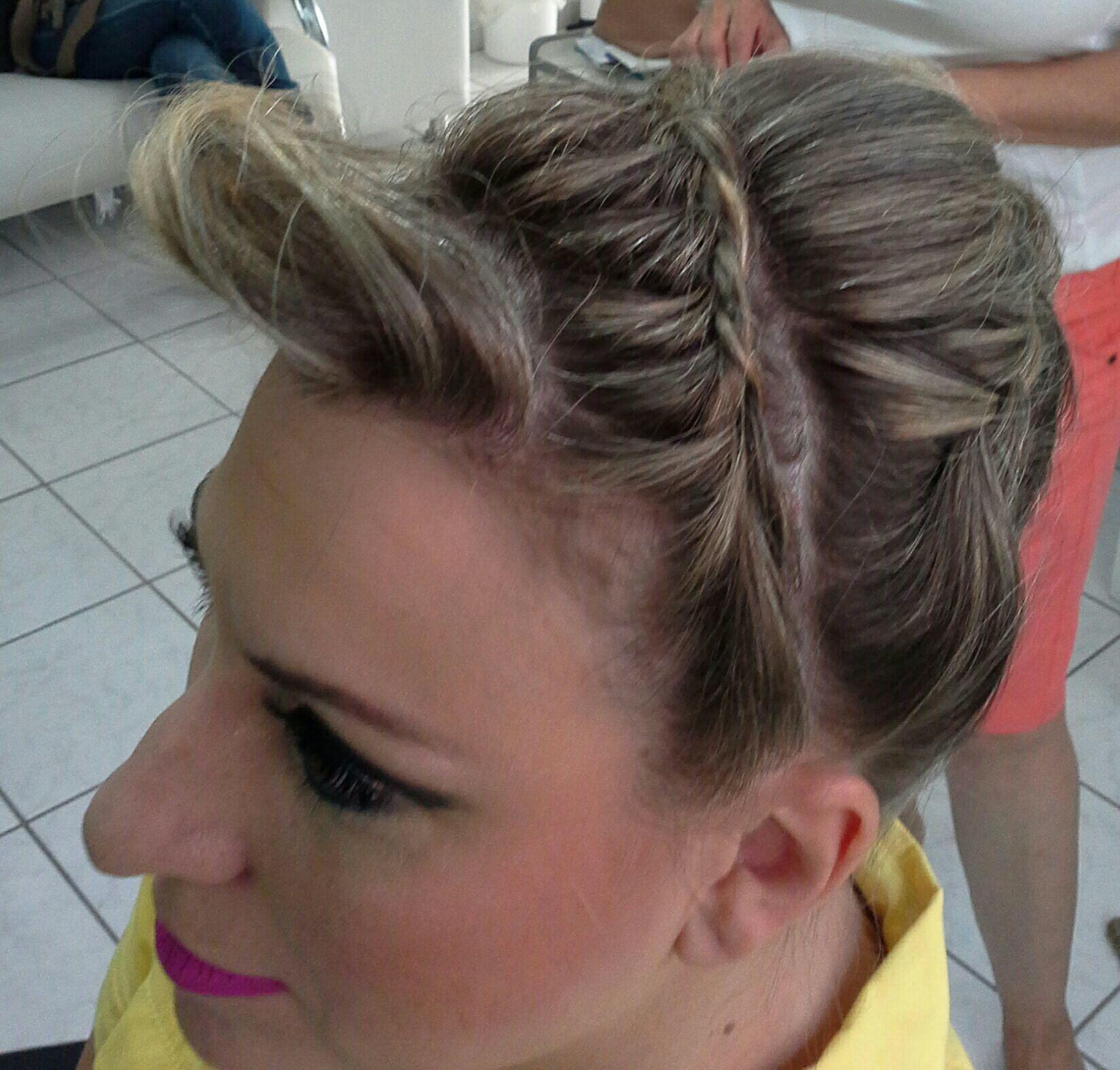 Penteado  com trança cabelo stylist / visagista cabeleireiro(a)