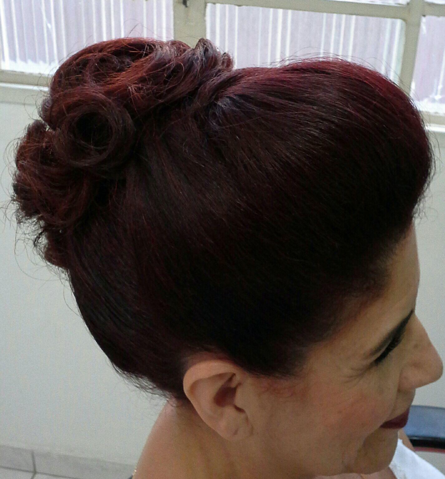 Penteado e  maquiagem cabelo stylist / visagista cabeleireiro(a)