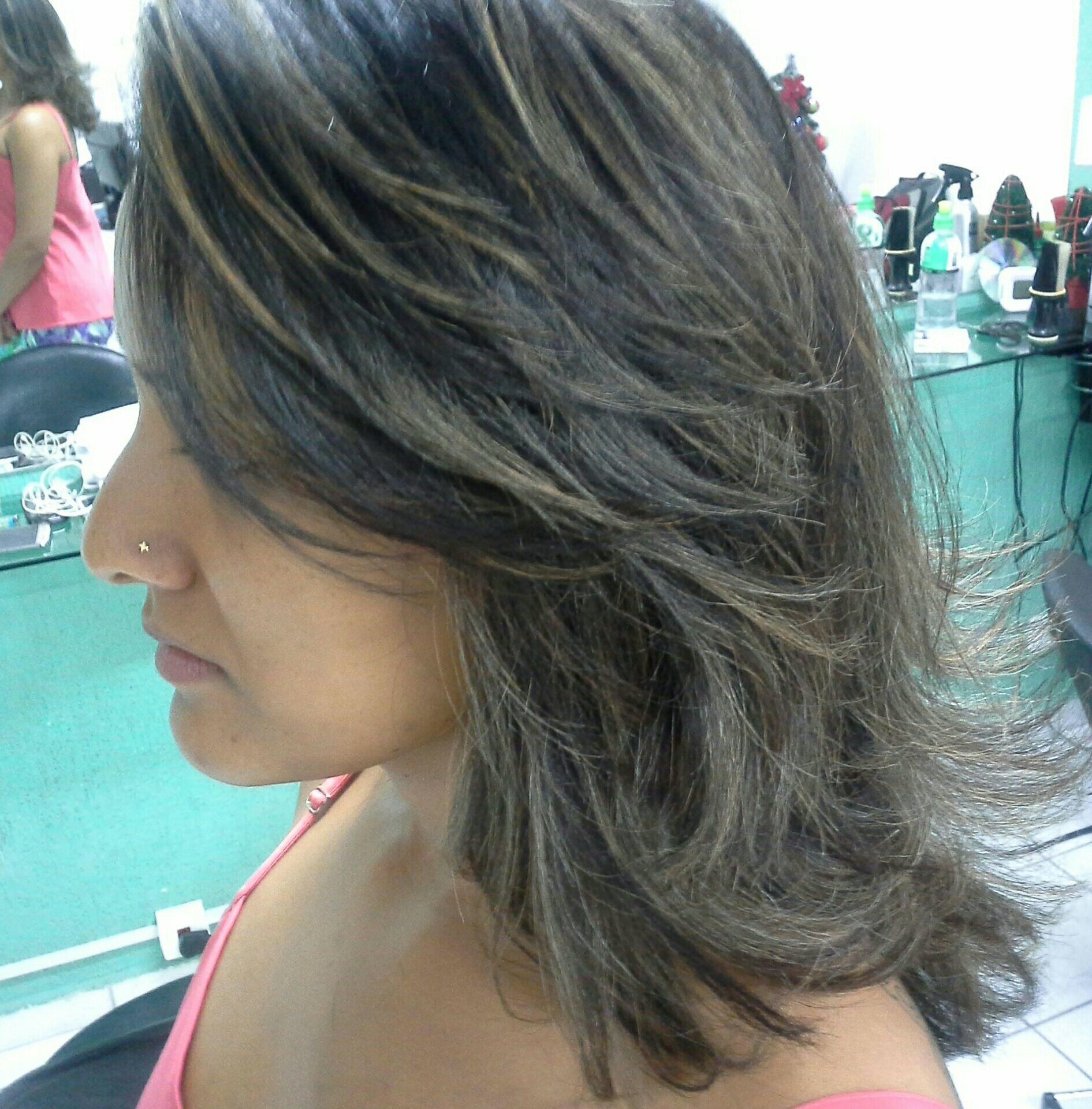 Relaxamento,  hidróxido de sódio e  luzes  cor de mel cabelo stylist / visagista cabeleireiro(a)