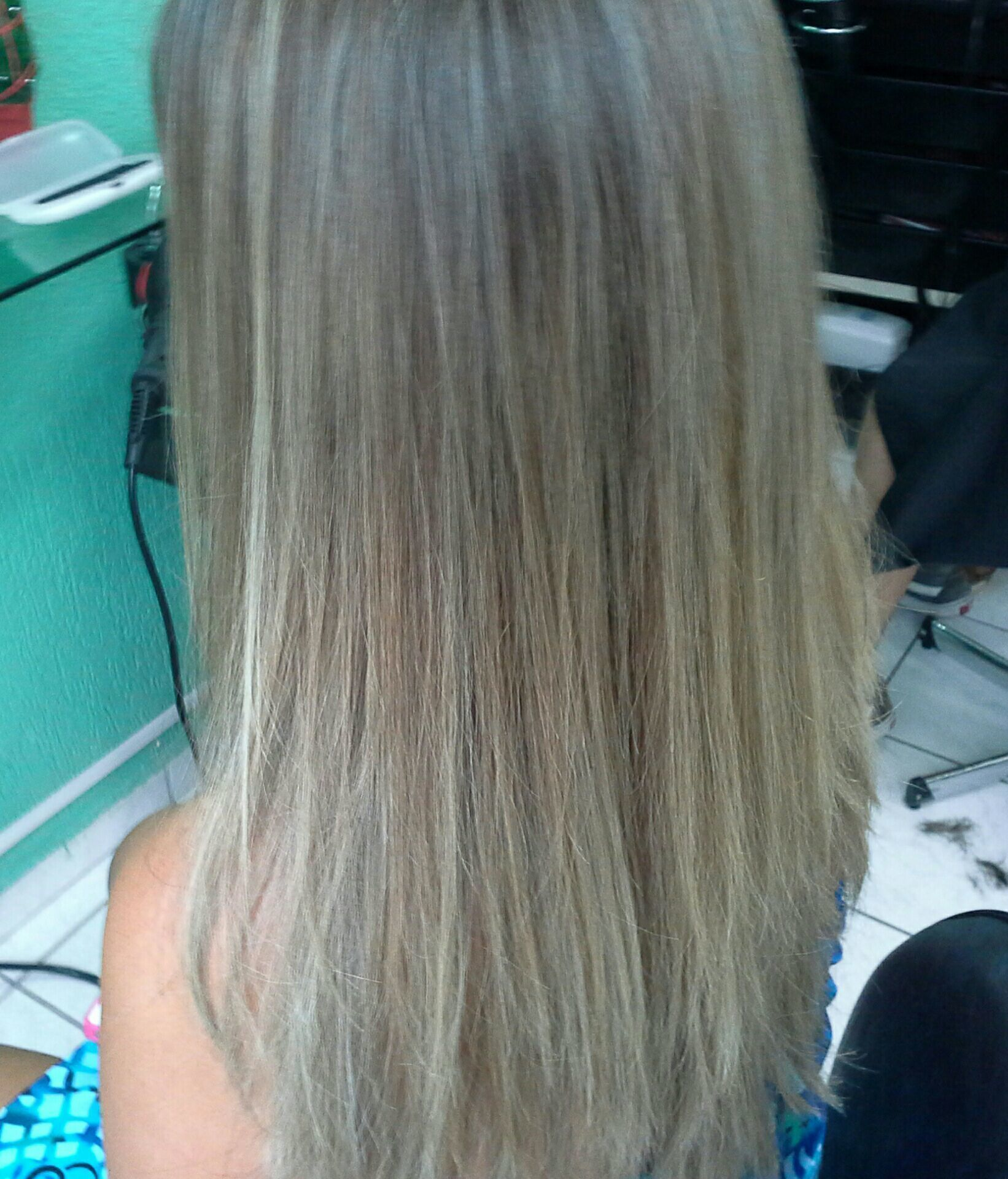 Luzes platinada cabelo stylist / visagista cabeleireiro(a)