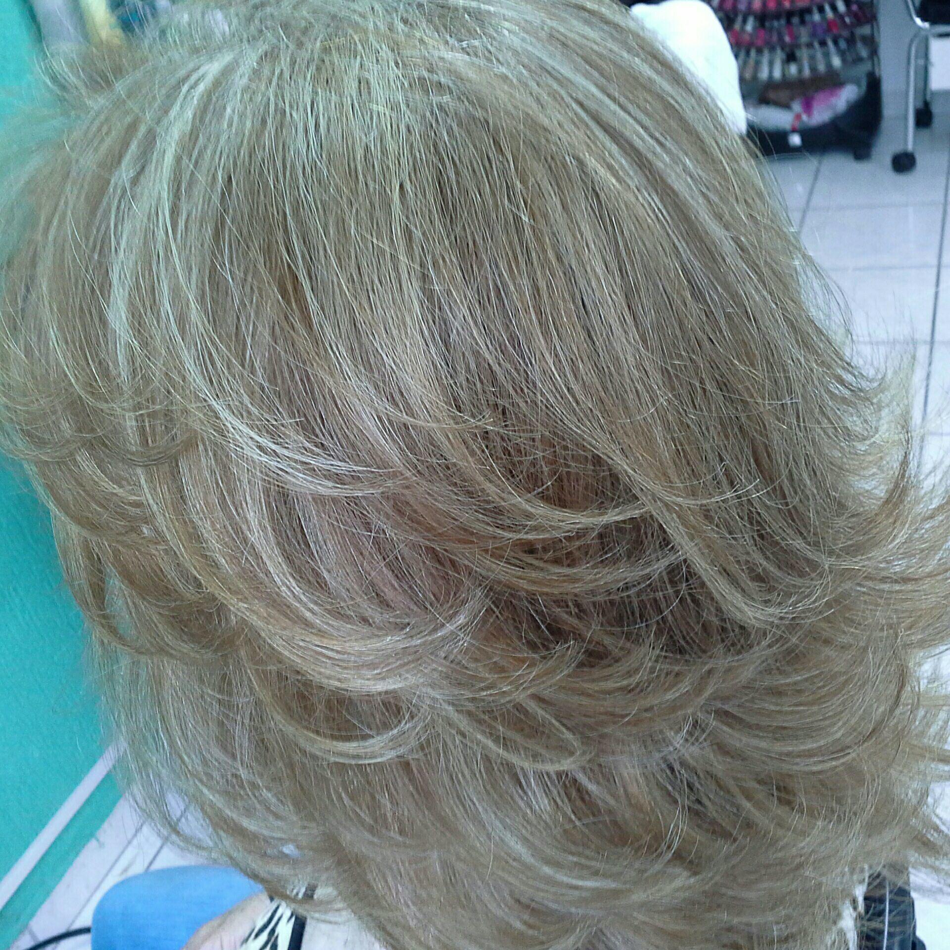 Luzes pérolas  corte degradê cabelo stylist / visagista cabeleireiro(a)