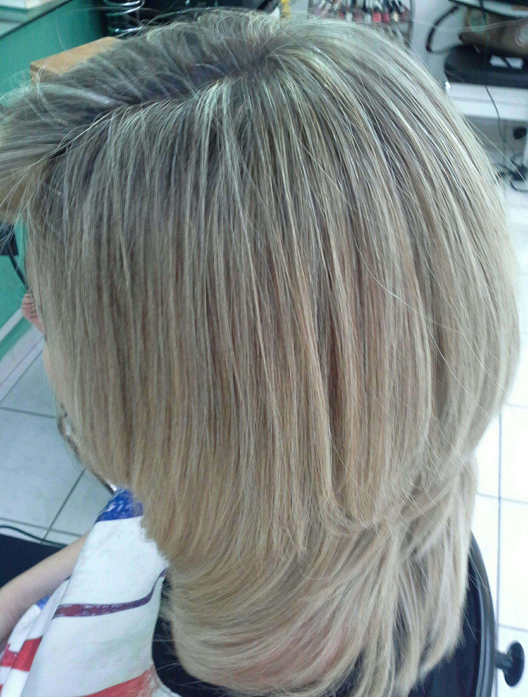 Loiríssima, platinado, corte caixa  assimetrico veravisagista cabelo stylist / visagista cabeleireiro(a)