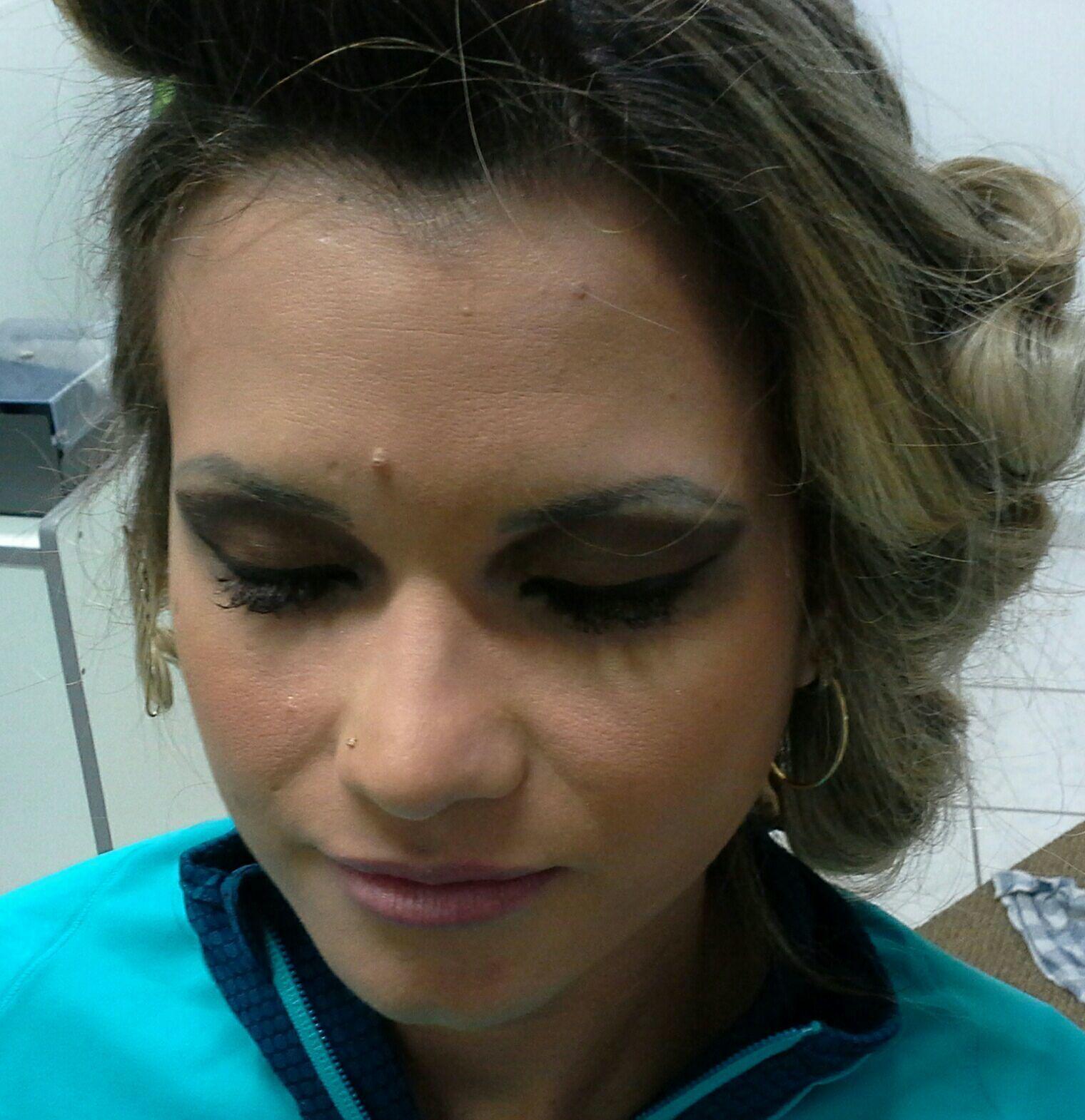 Maquiagem  para noite, cílios  postiços  que valorizam o  olhar maquiagem stylist / visagista cabeleireiro(a)