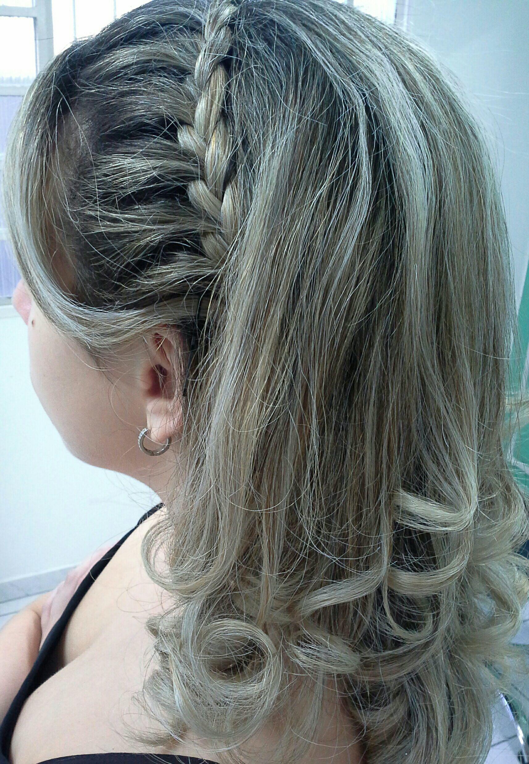 Cachos  e tranças,  super na moda cabelo stylist / visagista cabeleireiro(a)