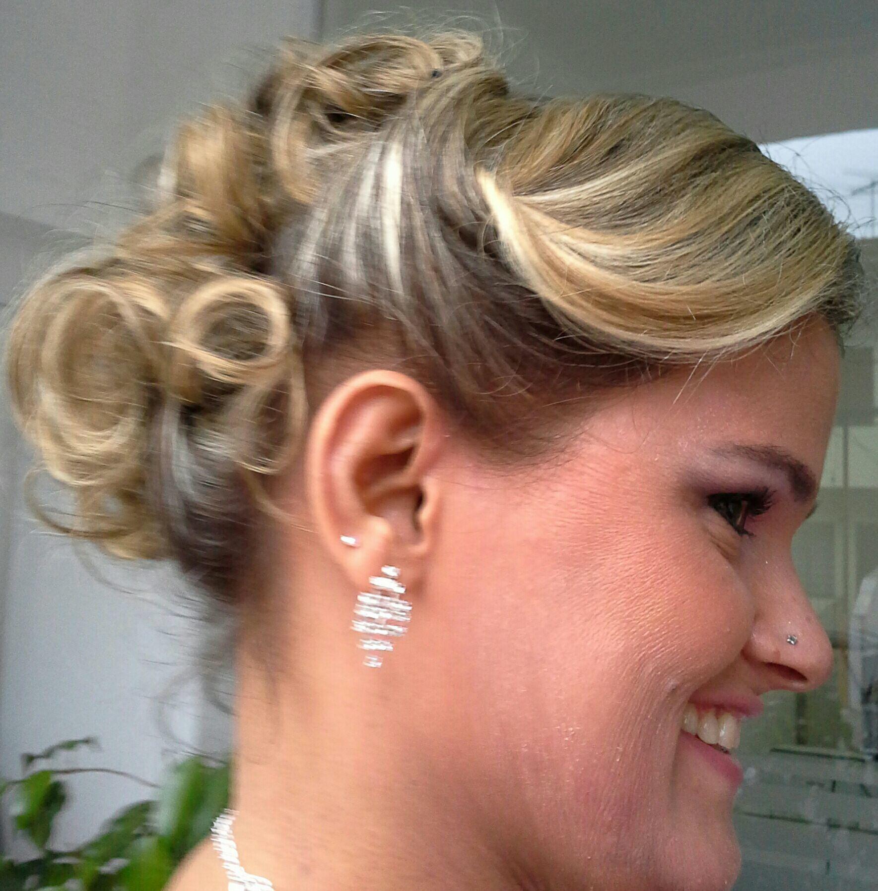 Penteado e maquiagem de festa cabelo stylist / visagista cabeleireiro(a)
