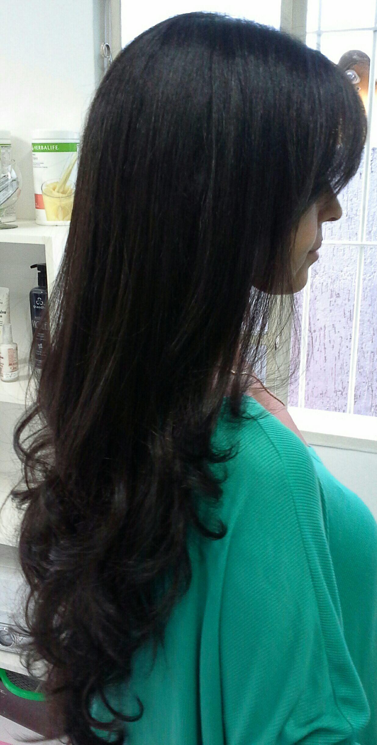 Cabelos  longos  corte  e escova  modelada com cachos cabelo stylist / visagista cabeleireiro(a)