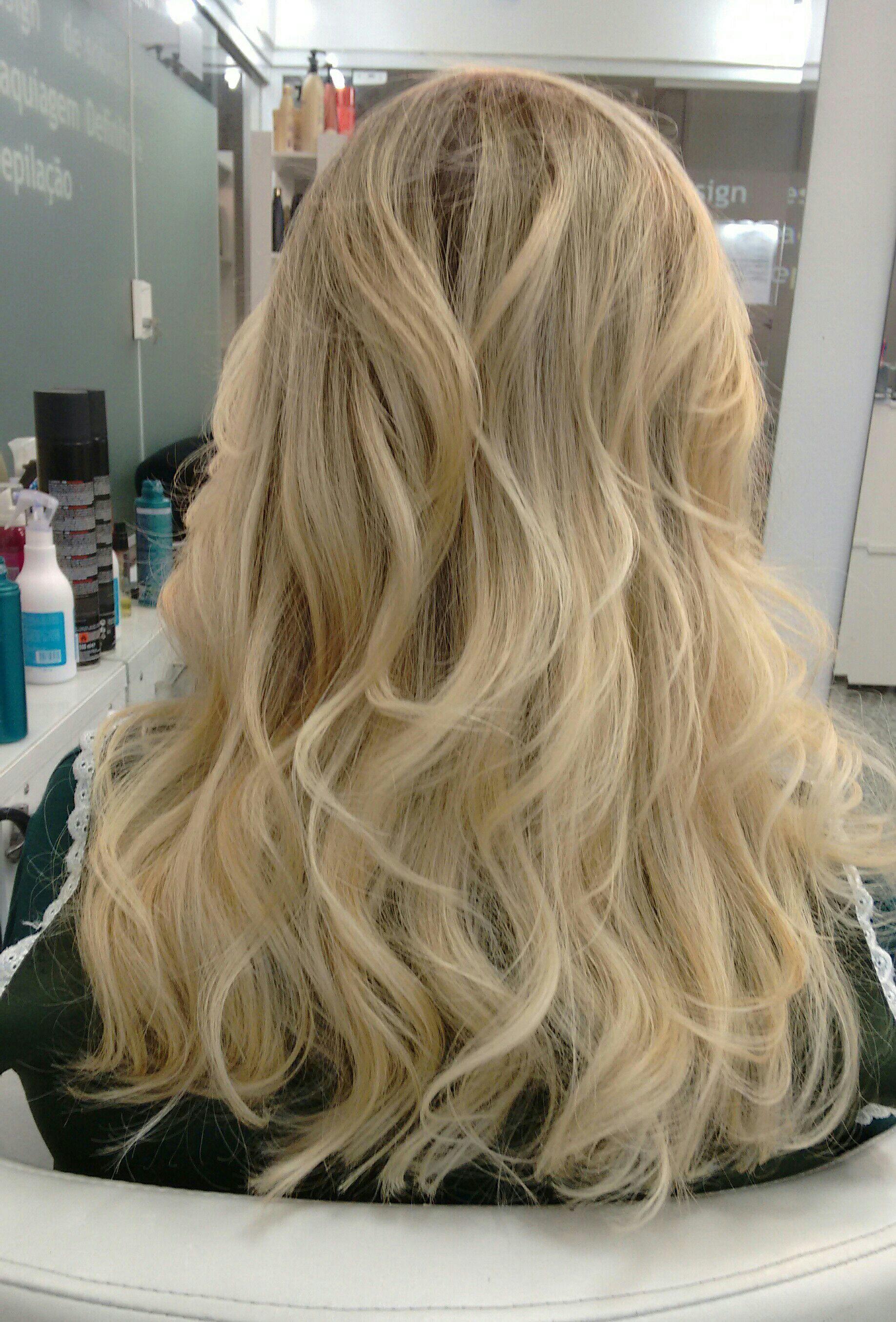 Correção de mechas, ton pérola. cabelo cabeleireiro(a)