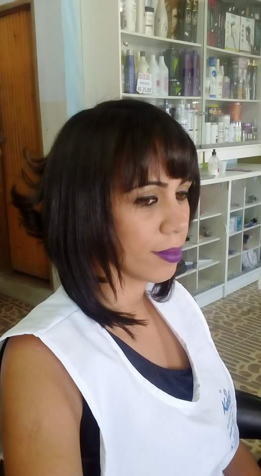 Corte feminino chanel de bico modelado  cabelo