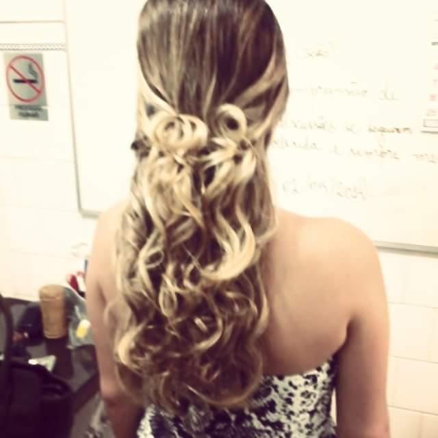 Penteado com cachos. #amoooo cabelo cabeleireiro(a)