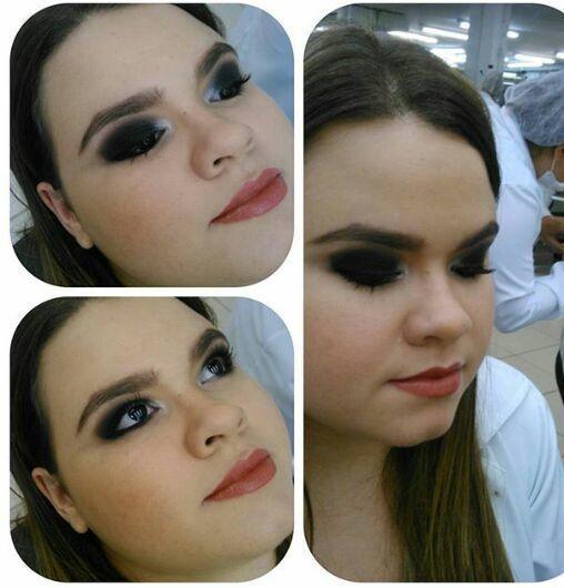 Amiga linda olho preto maquiagem maquiador(a)