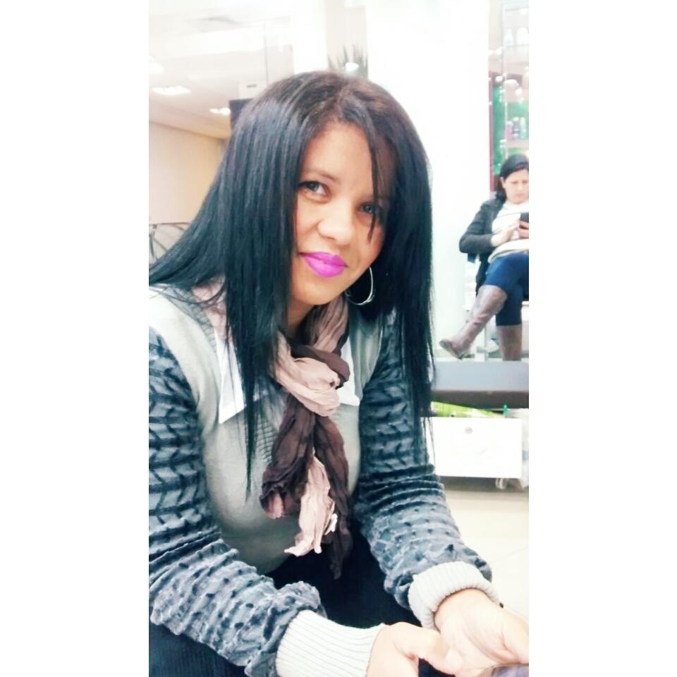 Sou Lindinalva Barbosa, tenho olhos verdes, Morena, e etc. estética cabeleireiro(a) manicure e pedicure