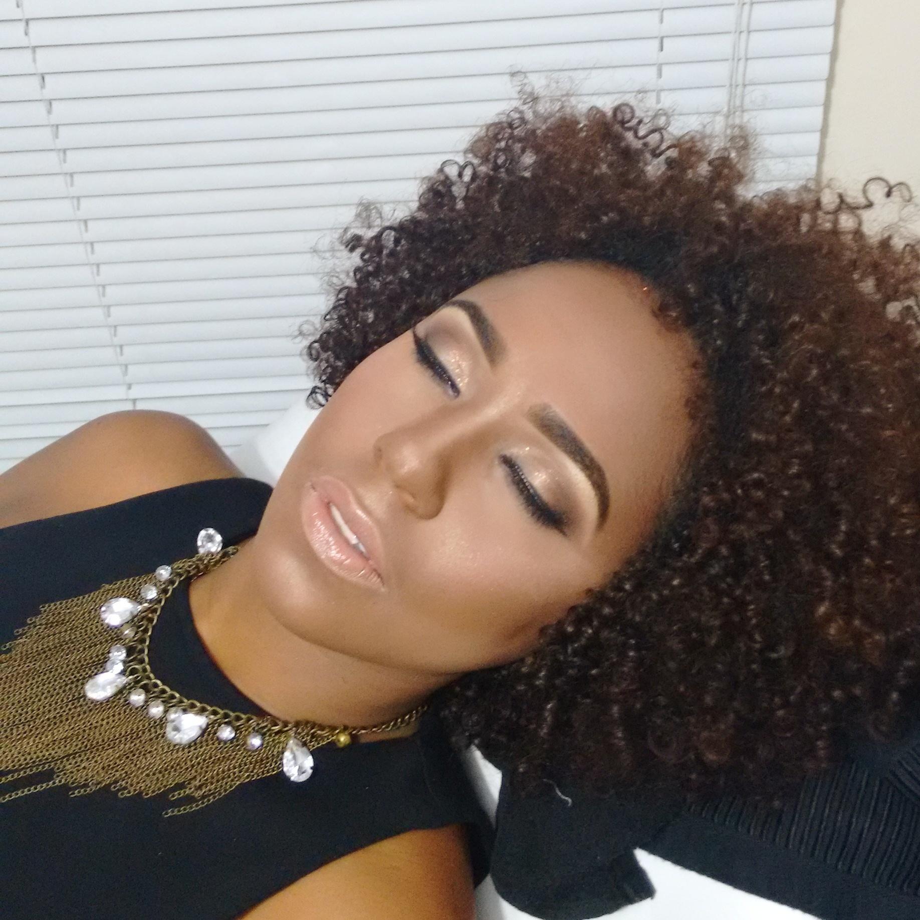 Preciso dizer o quanto amo meu trabalho? Make para a finalista do concurso Beleza Negra, modelete lindaa! #conncursobelezanegra #belezanegra #belezanatural #pelenegra #julianaribeirolacra #julianaribeiromaquiagem #maquiagemnegras #maccosmetics #anastasiabeverlyhills #anastasiabrows #sobrancelhasperfeitas #designdesobrancelhas #makeup #maquiagem #loucaspormaquiagem #cabelosdegrife #alcantara #contem1g #dailus #bride #wedding #prewedding #noivas #alcantara #ricosti #cerimonial #ouniversodasnoivas #maquiagemx #make #maquiagem #desfiledemoda maquiagem maquiador(a) designer de sobrancelhas