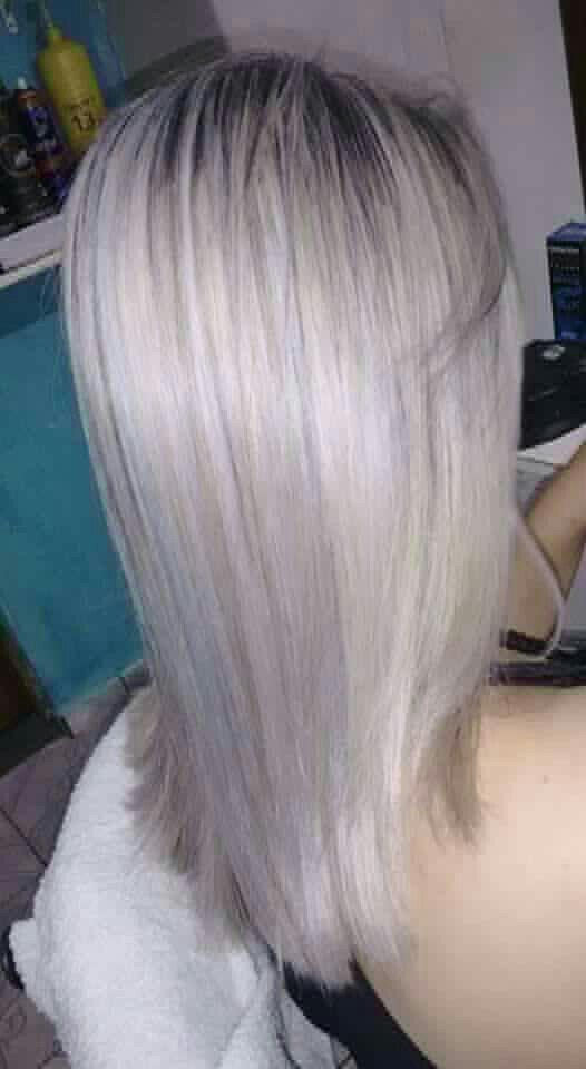 Luzes acincentadas. cabelo cabeleireiro(a)