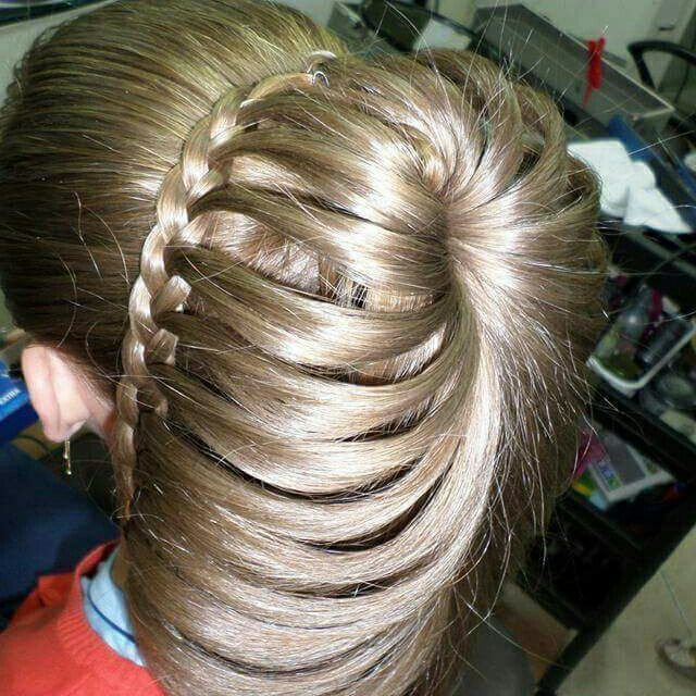 Penteado Clássico COM tranças. Eterno modernizado. cabelo cabeleireiro(a) stylist / visagista