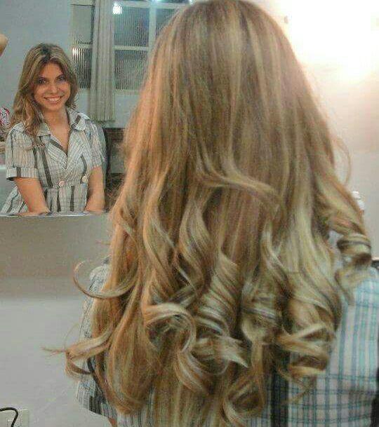 Mechas Pérola (Loreal Professional) com californiana platinada pérola. Escova modelada cachos. cabelo cabeleireiro(a) stylist / visagista