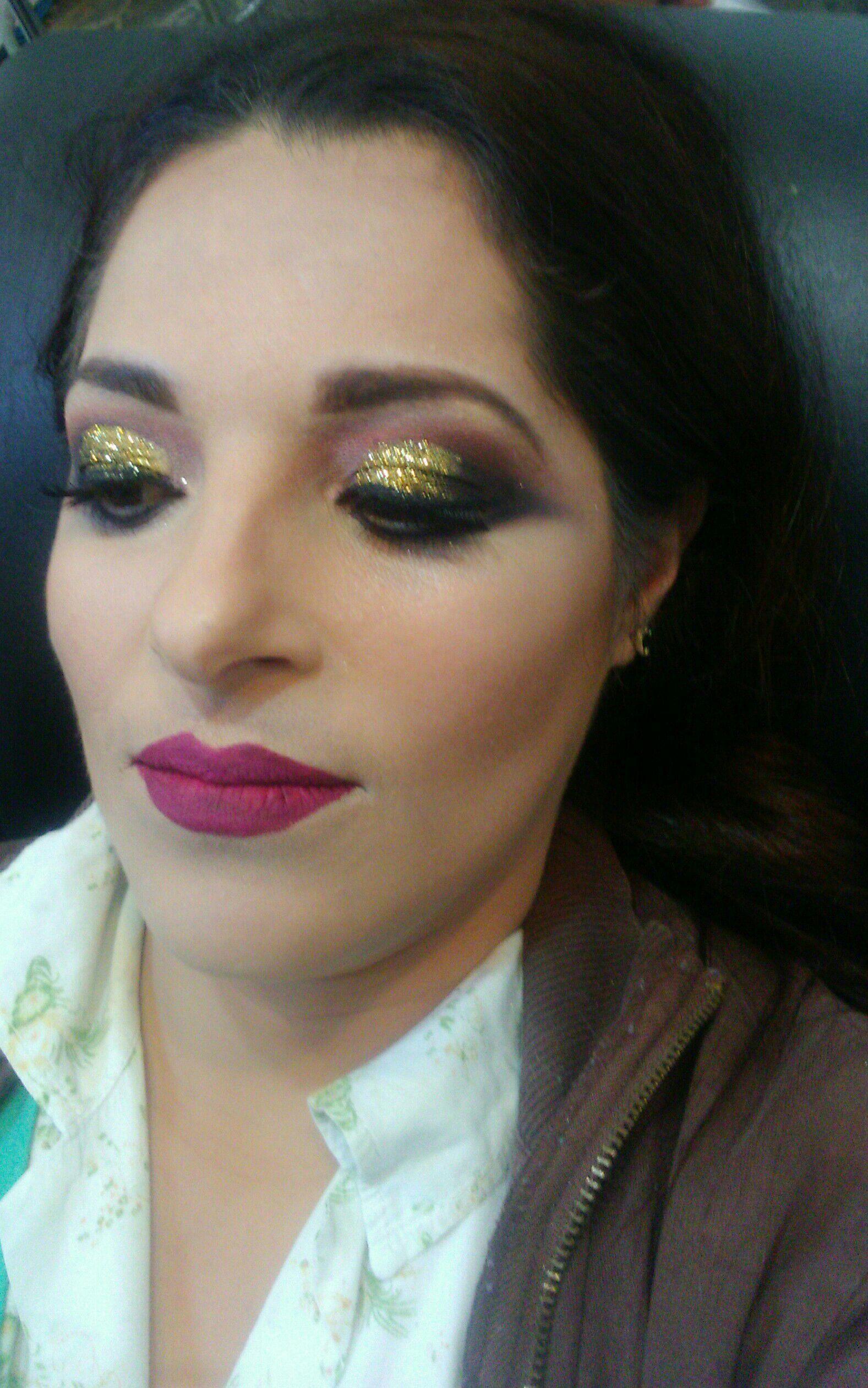 Make festa com brilho e pele com contorno e iluminação!!  Veja o antes e depois em Facebook.com/studiomicheletorres maquiagem maquiador(a)
