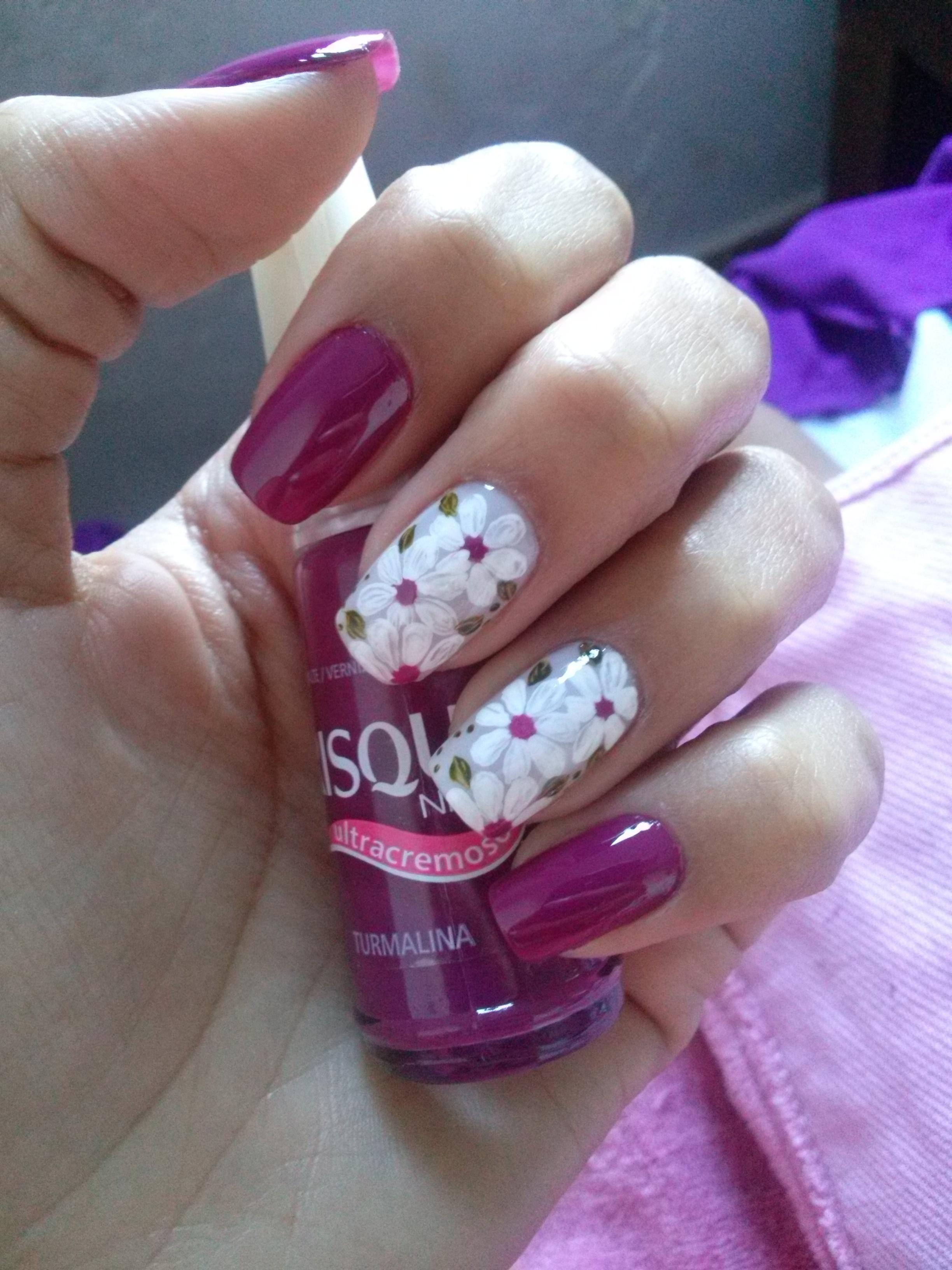 Decorações com flores deixam as unhas alegres . #EsmalteTurmaline unha manicure e pedicure massoterapeuta recepcionista