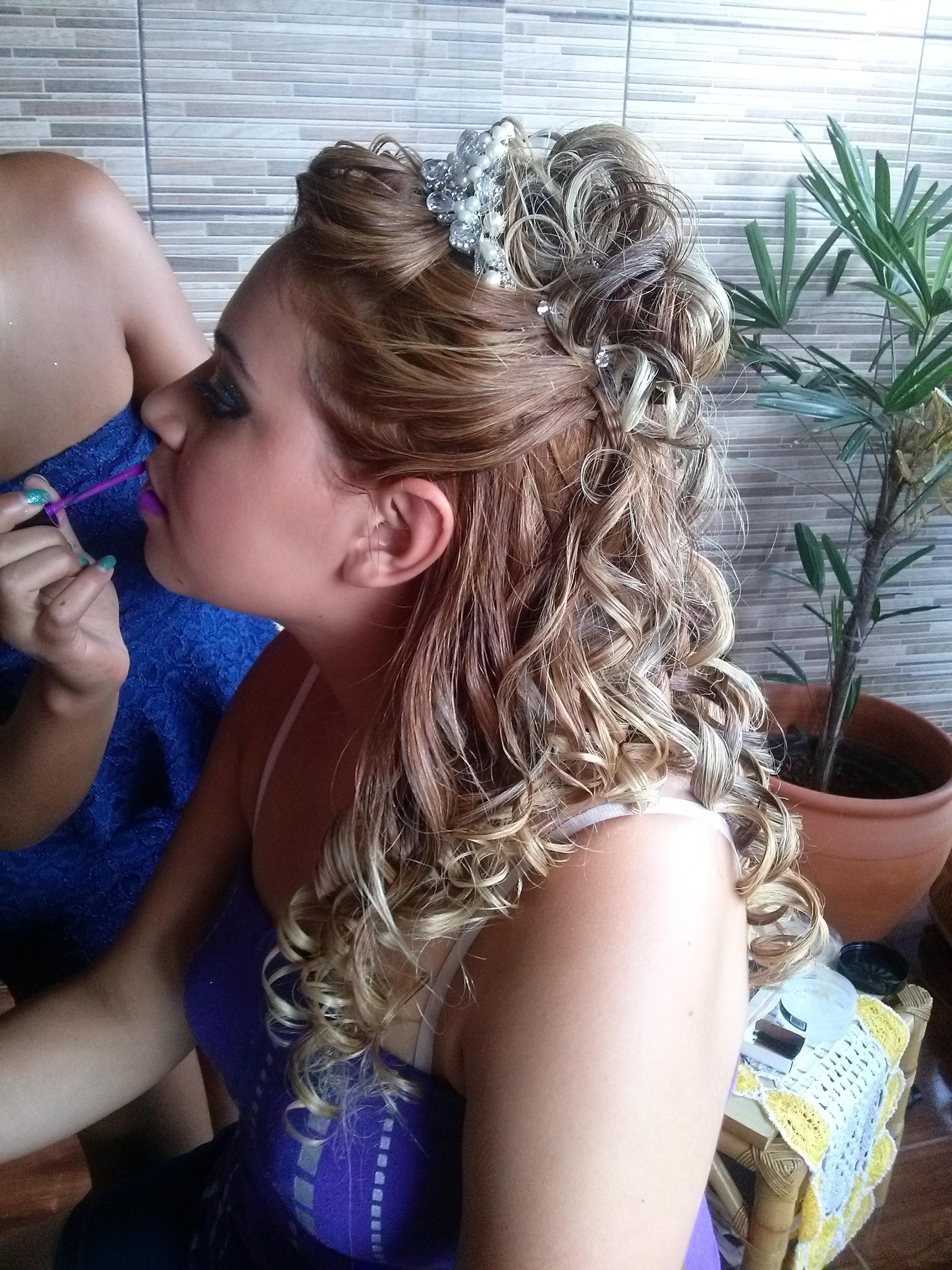 Penteado elegante de noiva feito por mim! cabelo manicure e pedicure massoterapeuta recepcionista