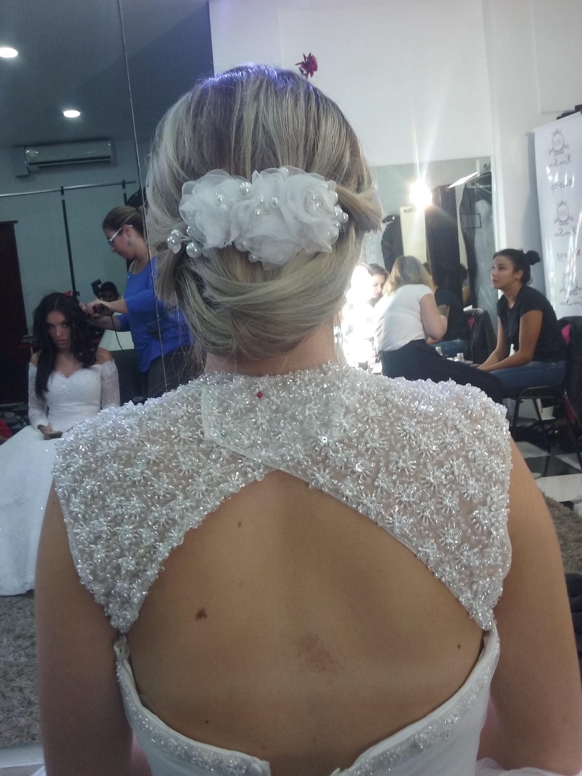 Noiva linda! cabelo cabeleireiro(a) depilador(a) manicure e pedicure