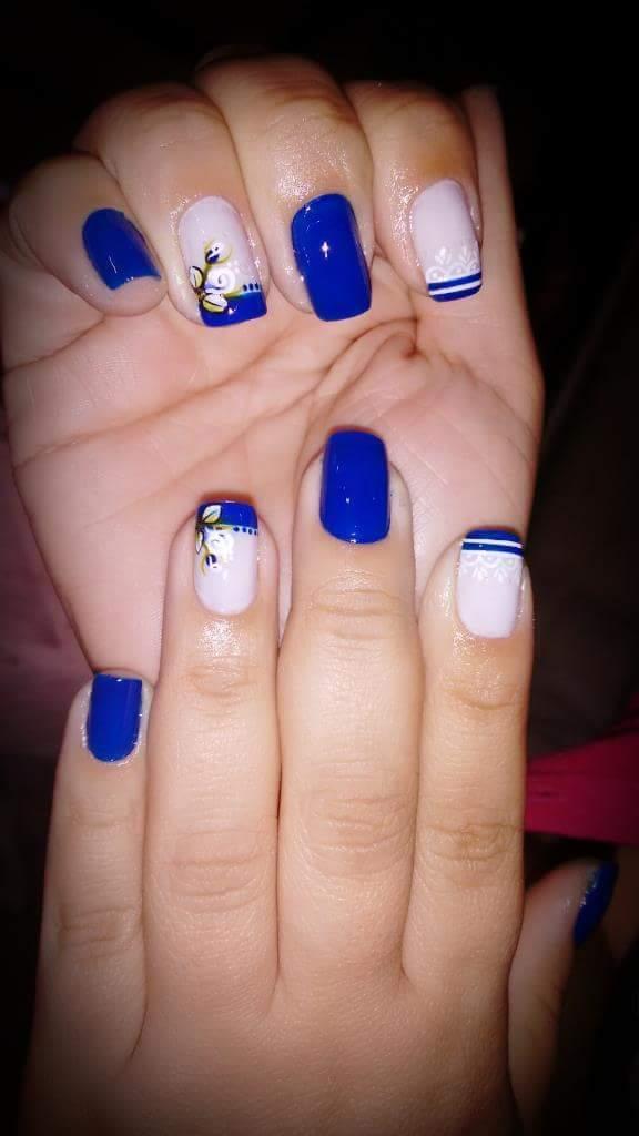 Azul perfeito...com decoração unha manicure e pedicure