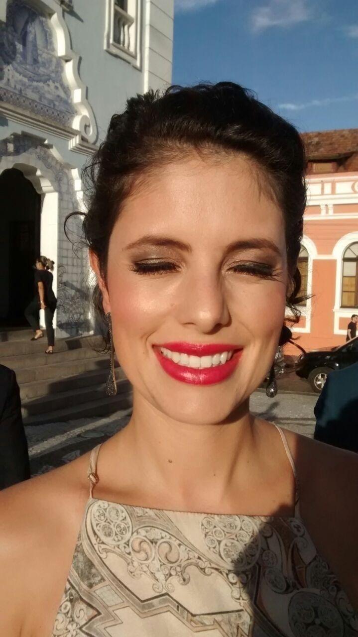 O sol deu o toque final: makeup luxo para casamento à luz do dia. maquiagem maquiador(a)