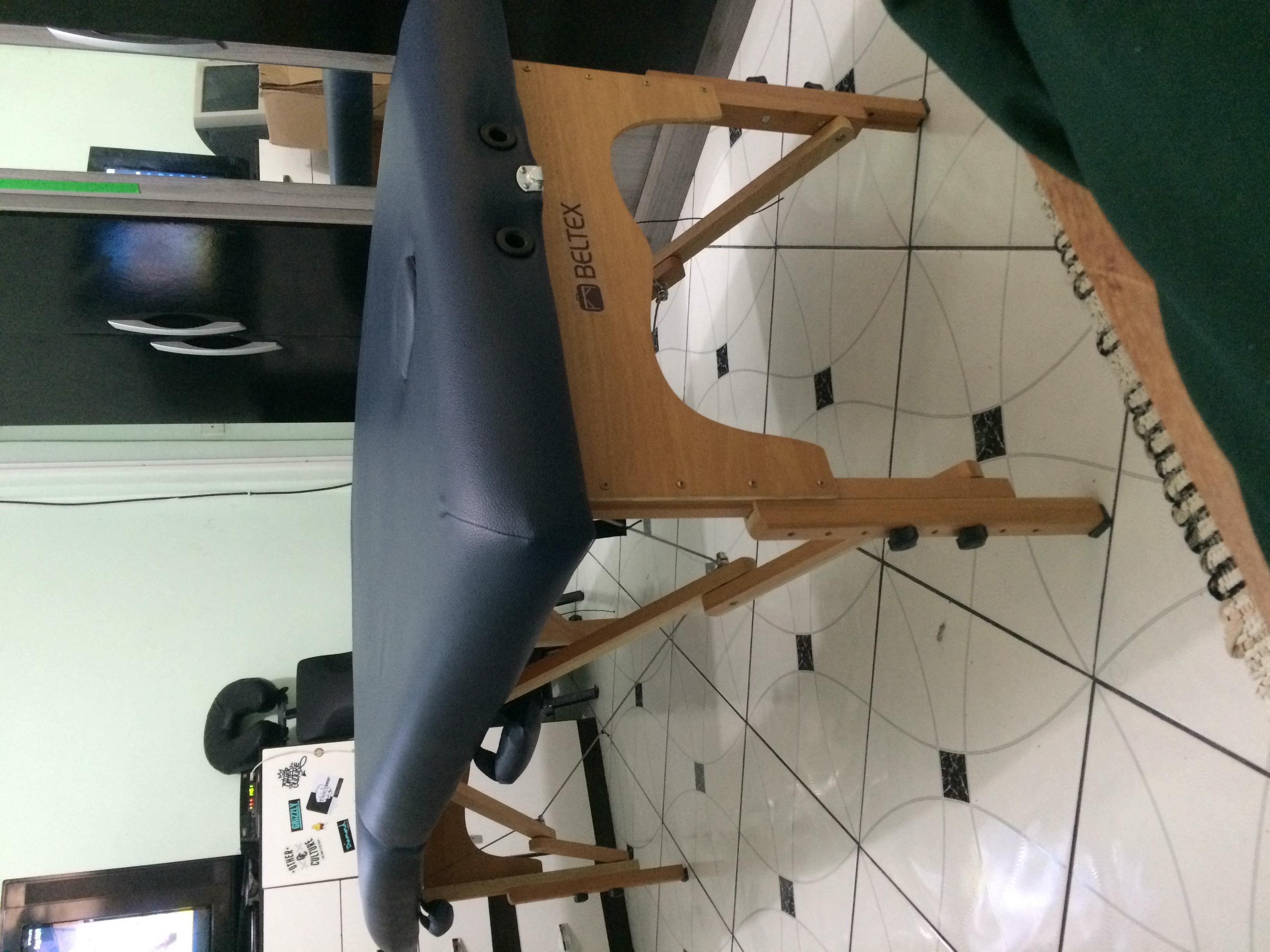 Maca BELTEX profissional, onde atendo meus clientes e mais atrás a cadeira Quick Massage. estética massoterapeuta