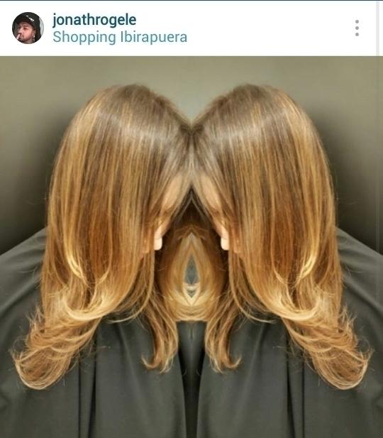 Tom vibrante de marrons e mechas cabelo cabeleireiro(a) maquiador(a)