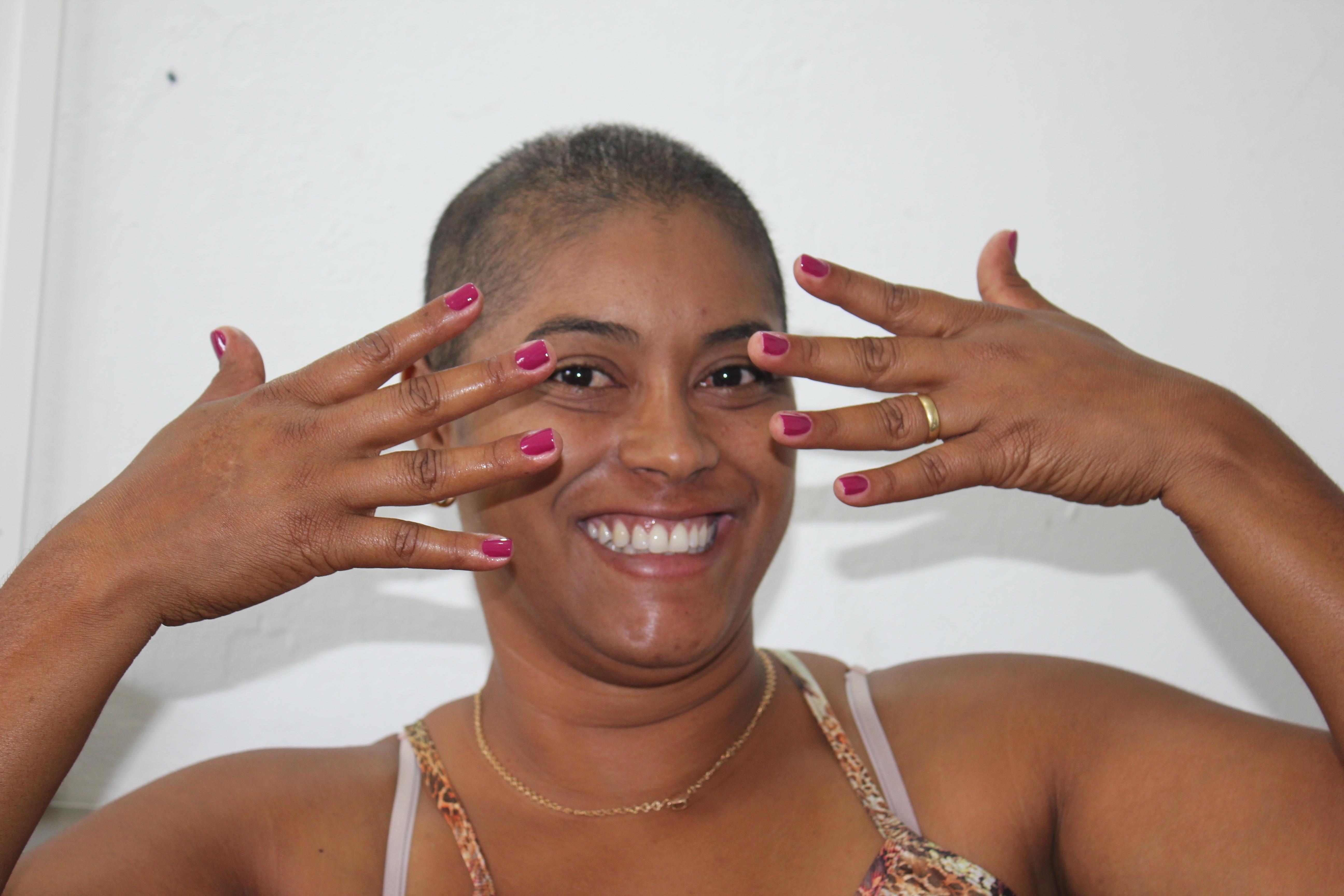 belas unhas com belo sorriso, cliente satisfeita....... unha designer de sobrancelhas maquiador(a) cabeleireiro(a) manicure e pedicure