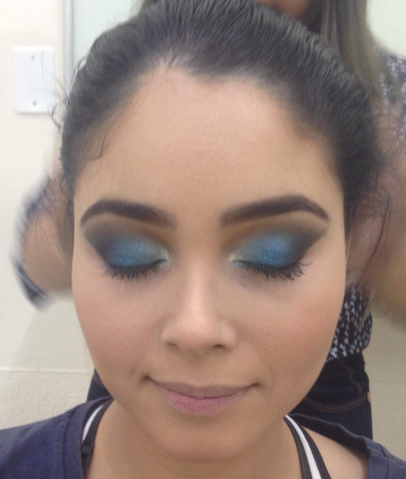 Maquiagem azul com esfumado preto marcado #clienteLinda maquiagem maquiador(a)