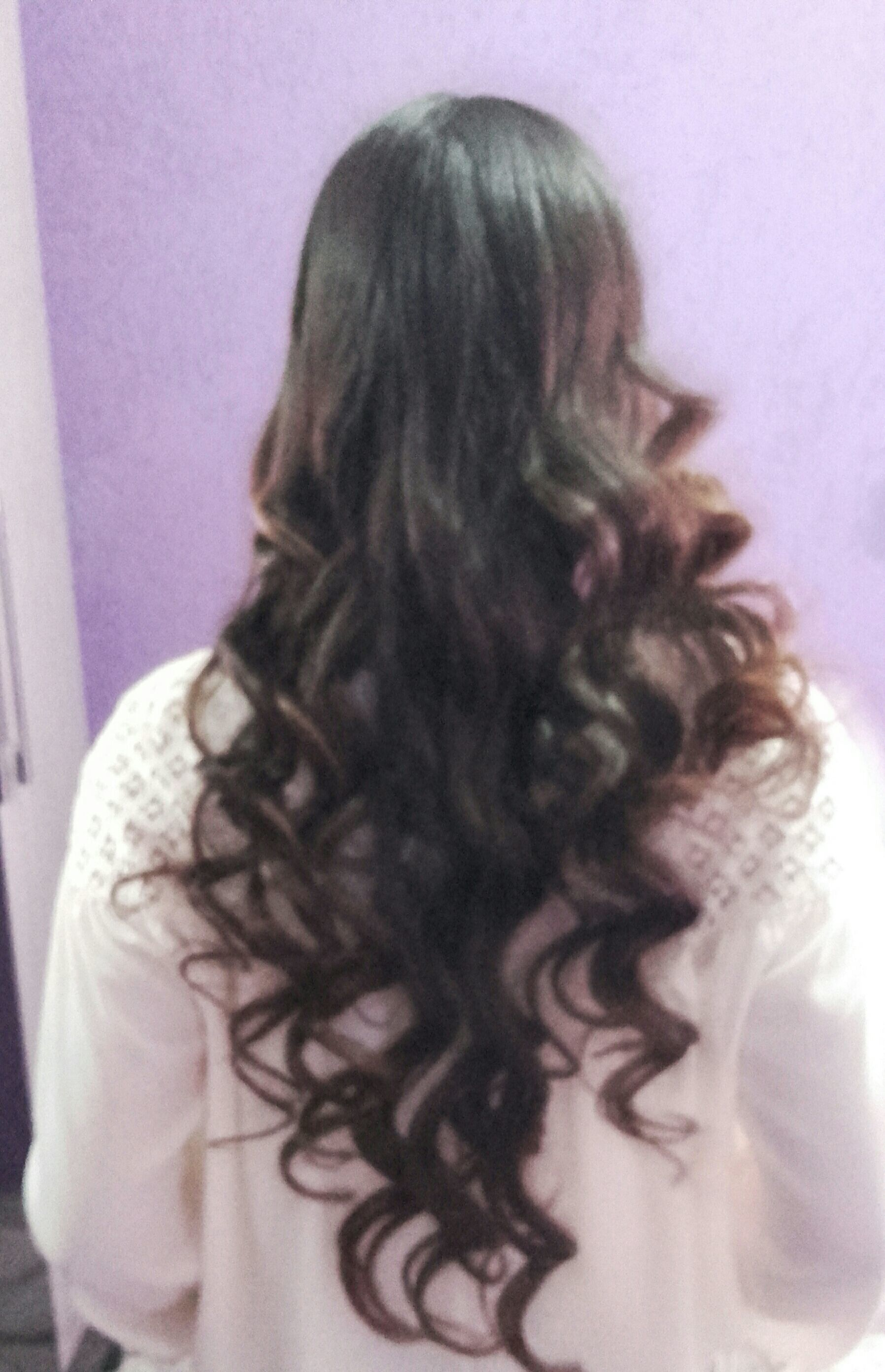 Esse cabelo foi feito escova e finalizei com cachos no papel alumínio ! cabelo cabeleireiro(a) maquiador(a) cabeleireiro(a)