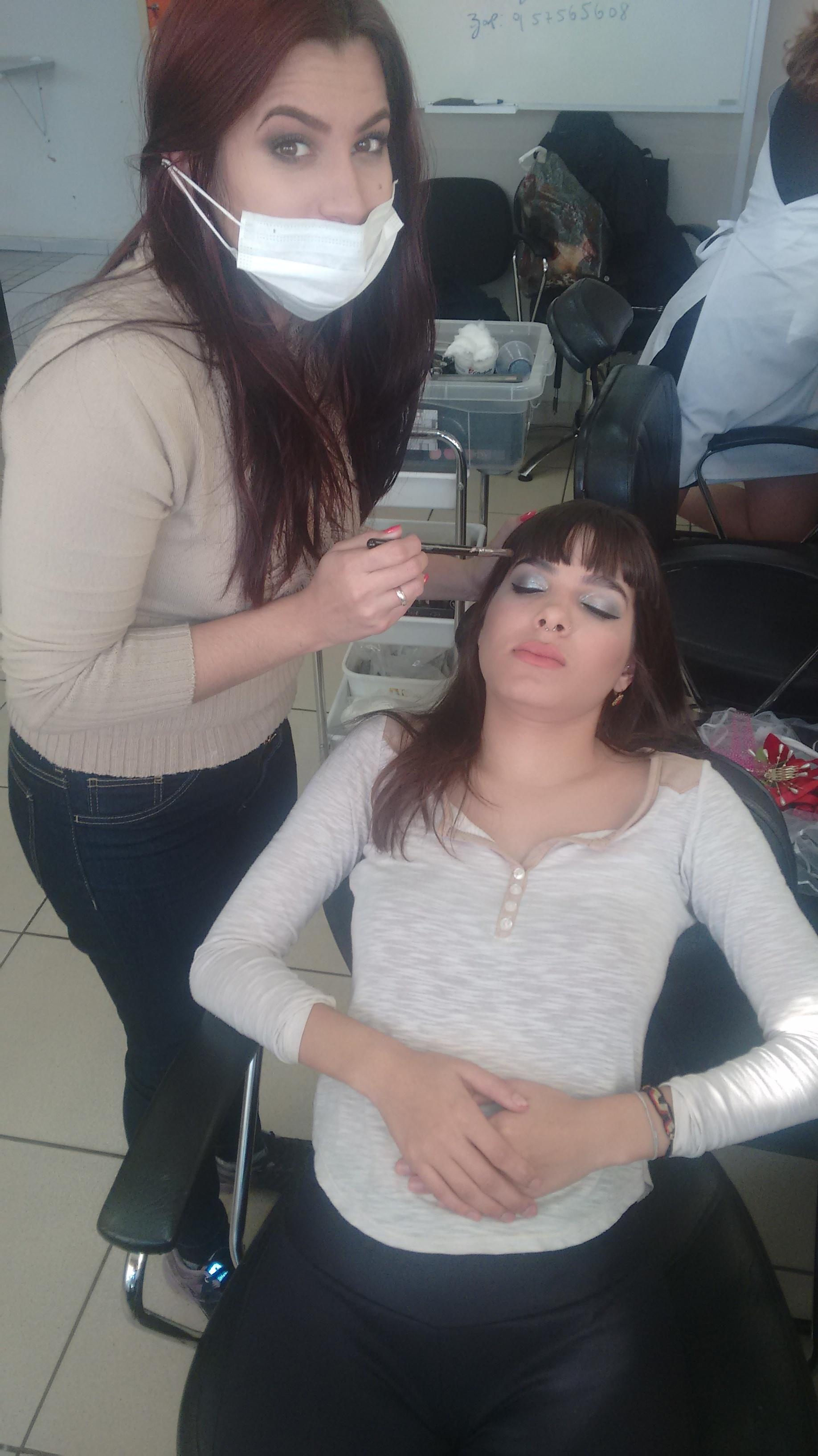 Essa é minhas modelo , estou fazer um maquiagem com o tema noivas.  maquiagem maquiador(a)