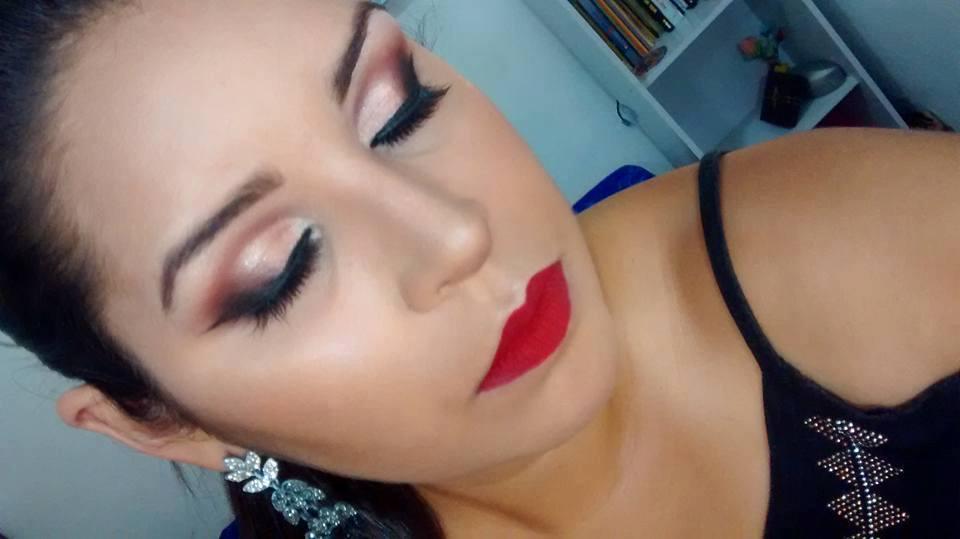 Maquiagem social com toque de vinho para festas; maquiagem maquiador(a) recepcionista