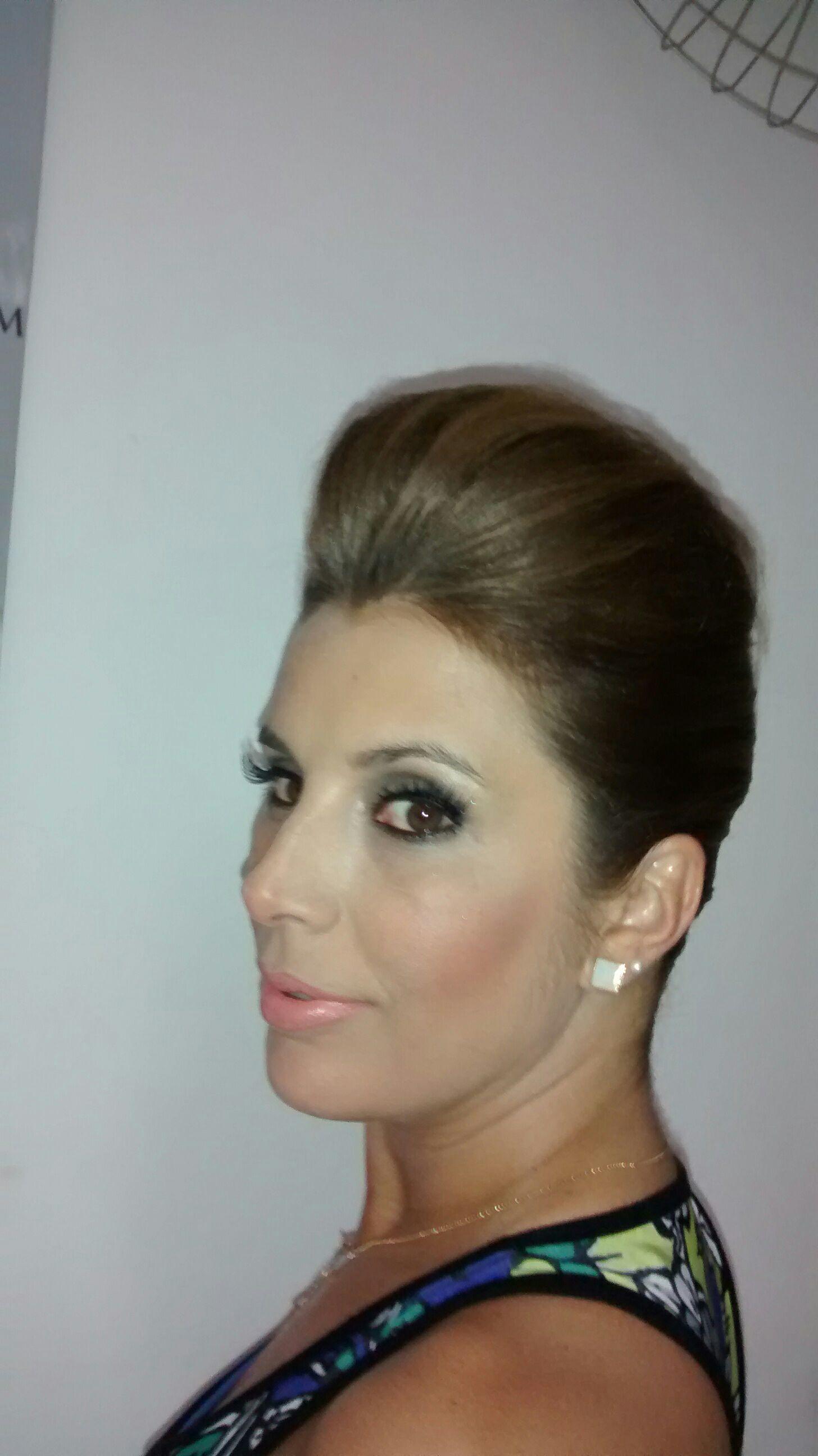Penteado e make-up cabelo cabeleireiro(a) maquiador(a) stylist / visagista gerente